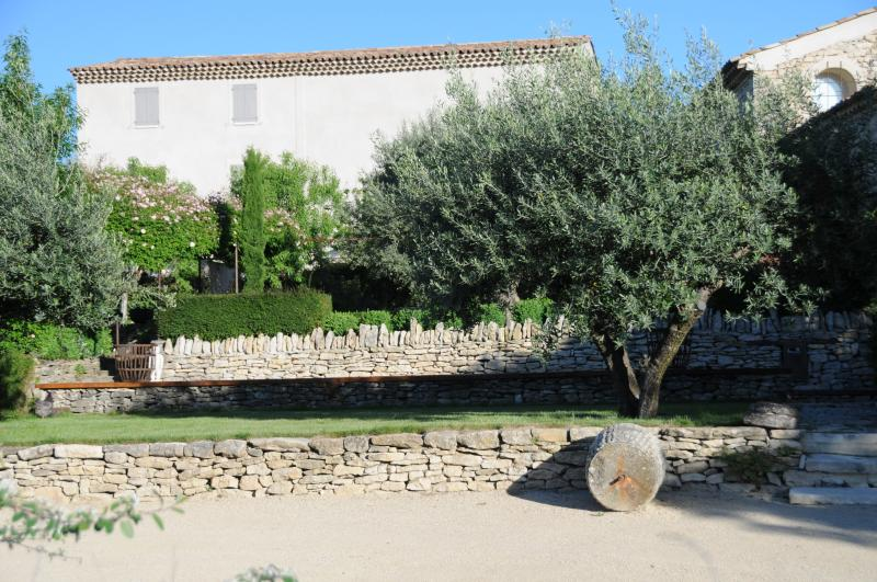 L AGACE gite spacieux pour 2 pers avec piscine, location de vacances à Niozelles