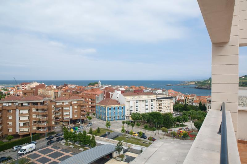Terrace with views of the sea and Luanco. With hammocks, dining table and chairs. External furniture.