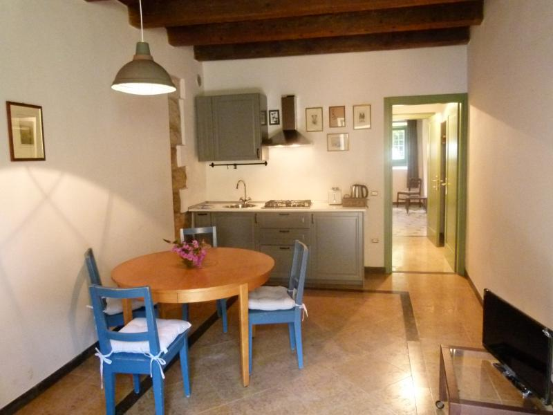 Villa Cisano Residenza d'Epoca appartamento 'Blu', alquiler vacacional en Cisano
