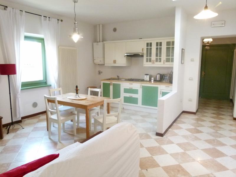 Villa Cisano Residenza d'Epoca app. 'Ciliegia', alquiler vacacional en Cisano