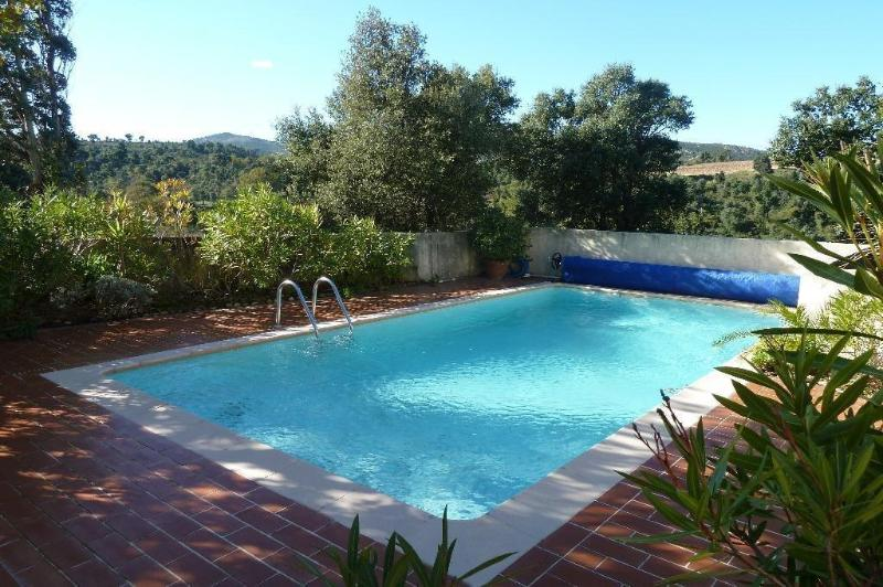 secure swimming pool (8x4m) with sun protection and sun loungers