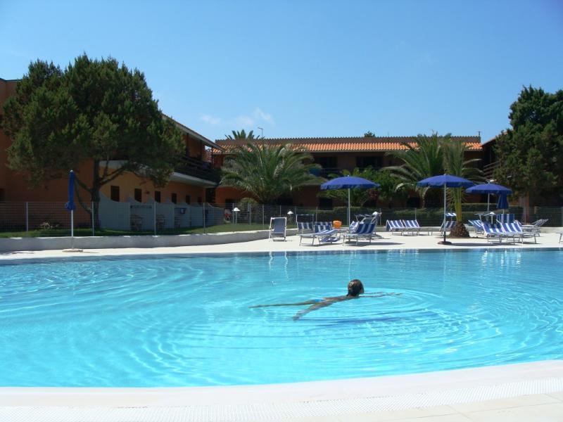 Il mare è vicino, lo so, però nel pomeriggio quanto è bella la piscina !!!