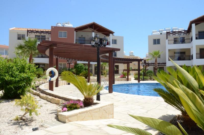 Popular complex with very large communal pool