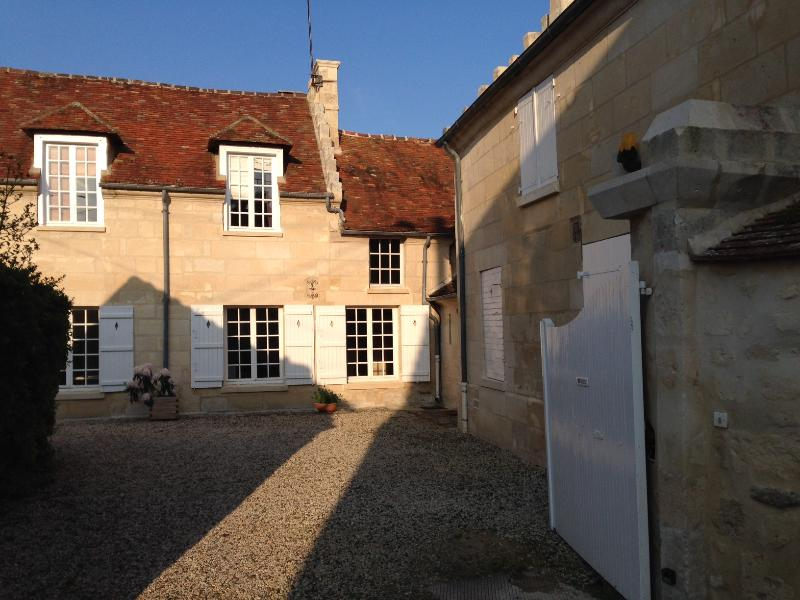 maison de village - old village house - cottage, holiday rental in Thourotte