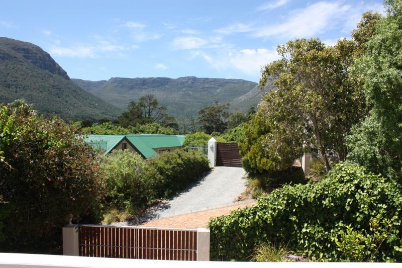 Vista desde las puertas correderas y balcón-terraza