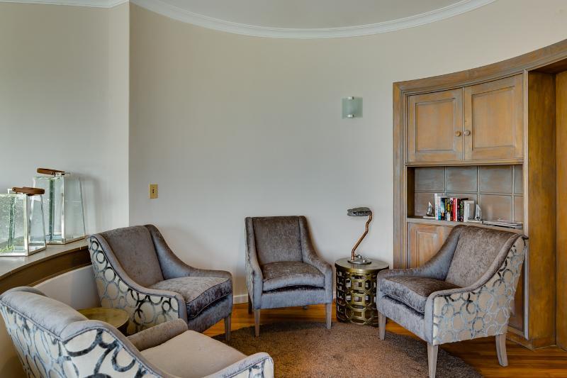 Rincón de lectura junto a la sala de estar