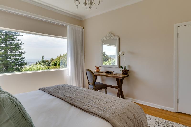 1 dormitorio con cama de matrimonio (se puede componer como gemelos a petición)
