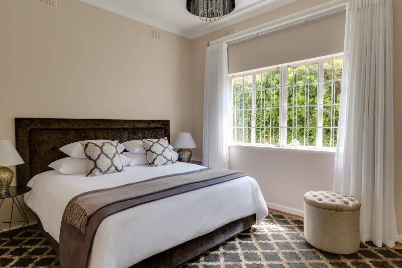 3 dormitorios con cama de matrimonio (se puede componer como gemelos a petición)