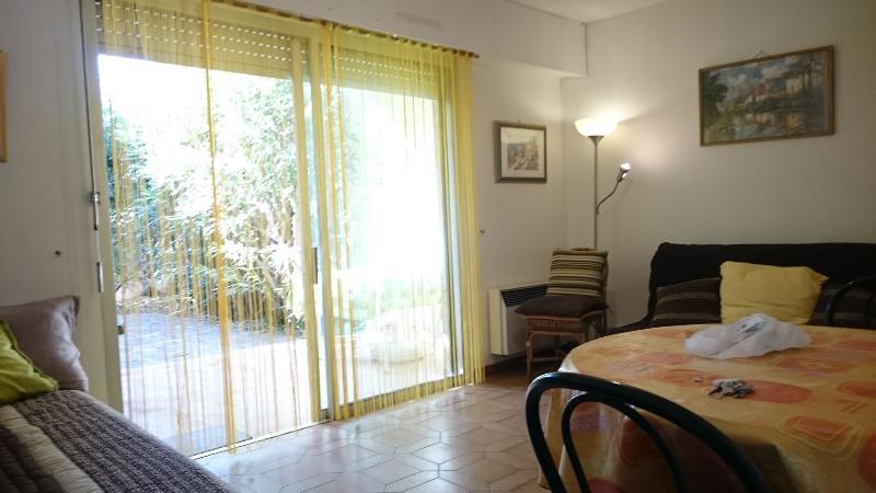 Charmant studio meublé 23 M2, location de vacances à Cassis