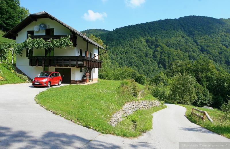 Eco-House 'Življenje na visokem'** Family room, holiday rental in Ljubija