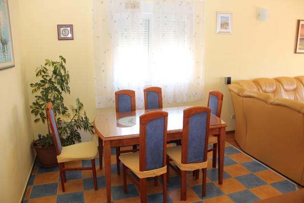 Apartment Karoglan, holiday rental in Naklice