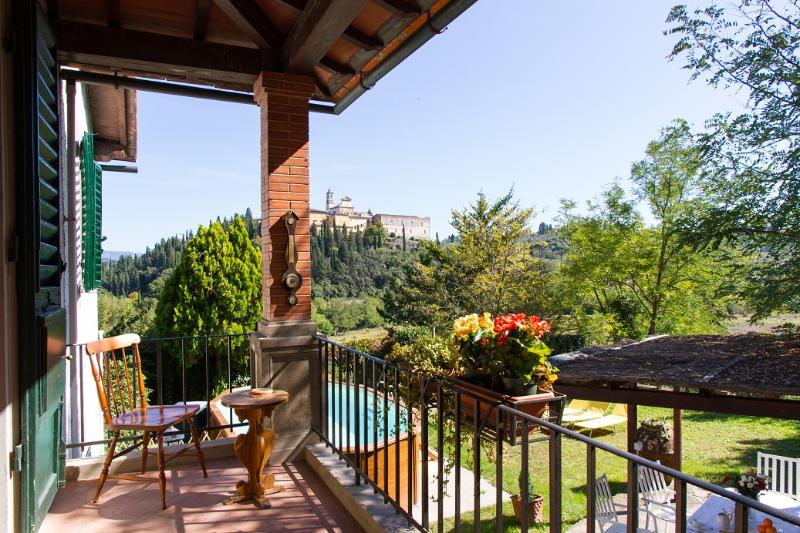 Dimora tipica toscana con giardino e piscina, holiday rental in Galluzzo
