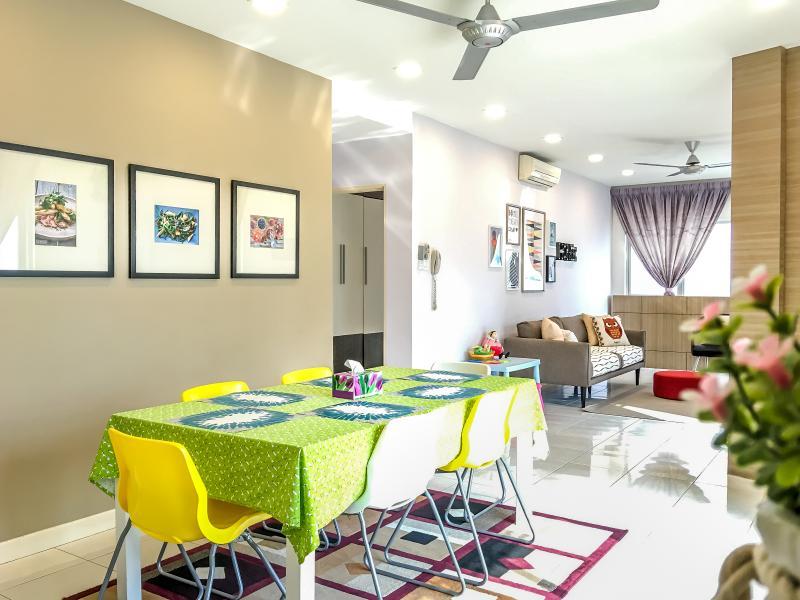 Cozy 3BR w/Amazing View, Close to Ikea & Tesco, aluguéis de temporada em Sungai Buluh