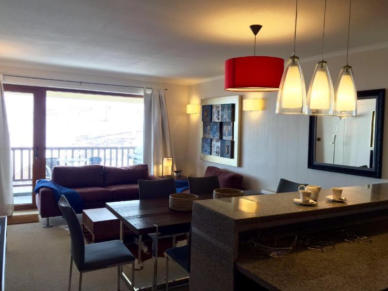 Moderno, amplio y cómodo departamento con preciosa vista a la cordillera de Los Andes.