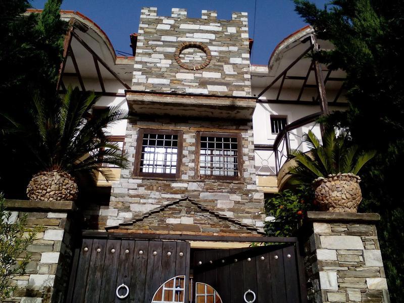 Villa Kornilia - 60 meters from Agiokampos beach, holiday rental in Velika