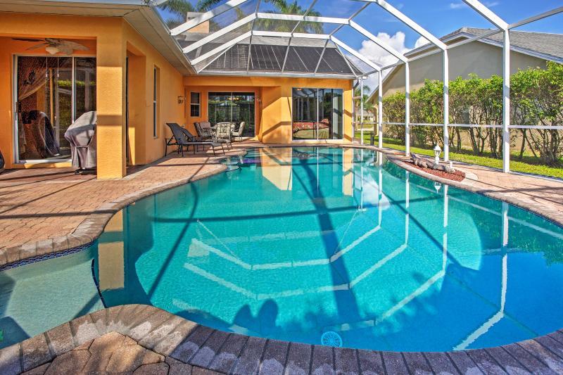 Trascorrete giorni pigri sdraiati a bordo scintillante piscina privata.