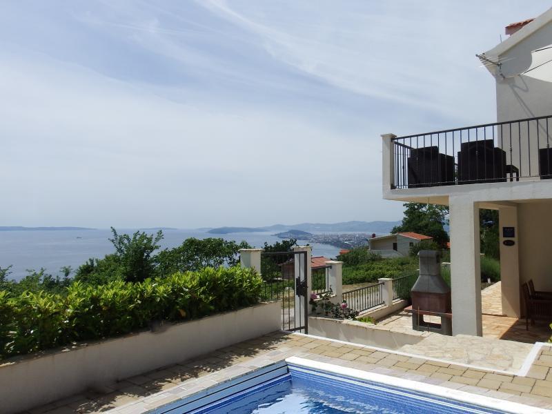 Villa Tomasovic, stunning view and pool, holiday rental in Podstrana