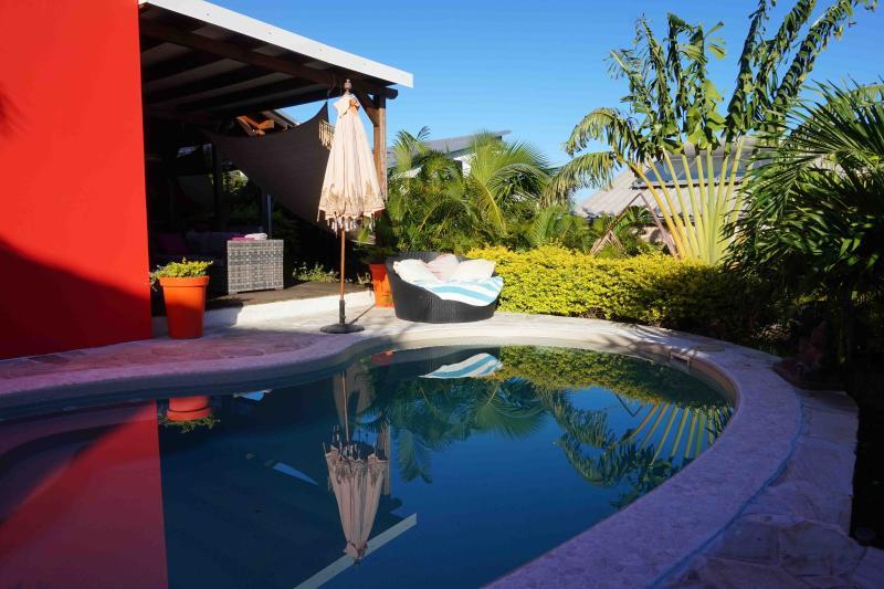 Maison récente avec piscine à 3 mn du lagon, alquiler vacacional en Saint-Gilles-Les-Bains
