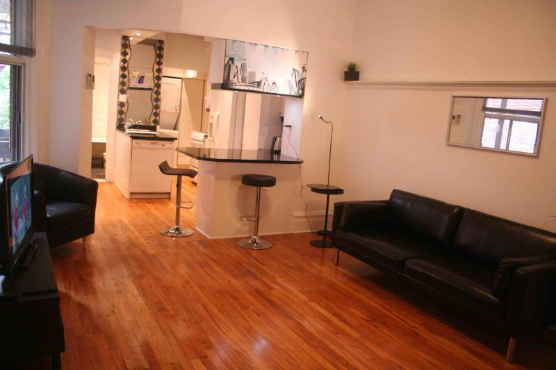 Plateau Mont Royal: Charme, face parc, 2 chambres,, holiday rental in Montreal