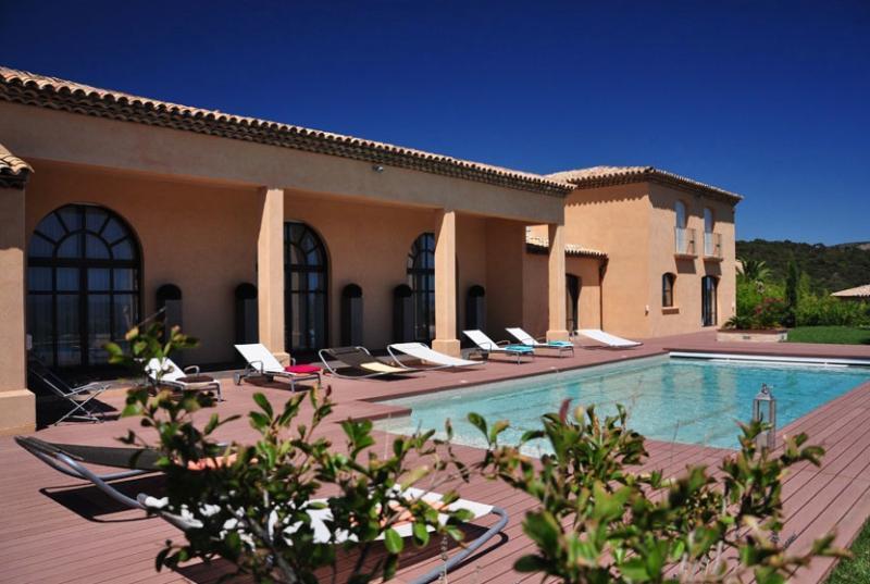 Villa EdenLou Vue panoramique Golfe de SaintTropez, vacation rental in Grimaud