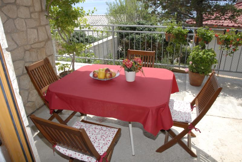 Apartment with a terrace overlooking, vacation rental in Senj