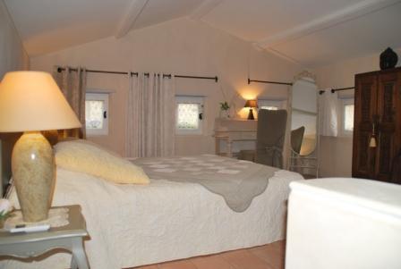 DU CHARME EN PAYS D'UZES, 4 étoiles/Gite de France, holiday rental in Saint-Marcel-de-Careiret