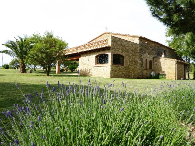Cozy Farmhouse nearby Costa Brava & Barcelona, holiday rental in Llabia