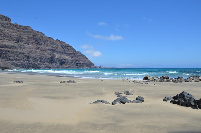 Playa de La Canteria, a 1 km. de la casa