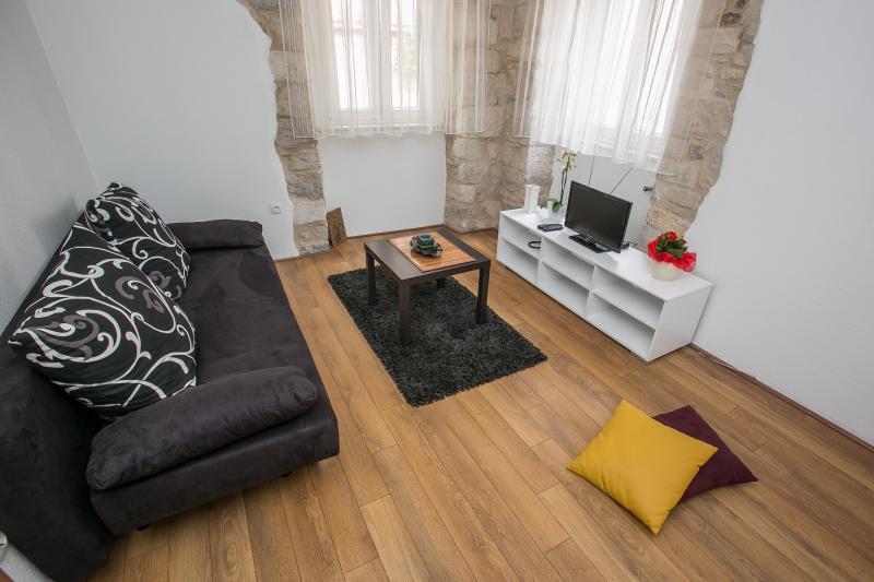Apartment Kamena Kuća, location de vacances à Kastel Novi