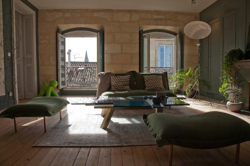 Appartement arty chic et chaleureux, location de vacances à Lormont