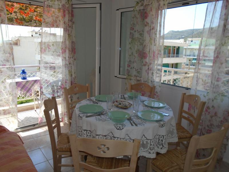 LOUTRAKI 6 person apartment by the sea, location de vacances à Psatha