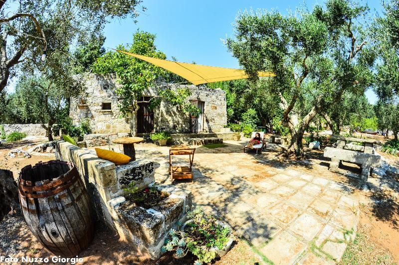 Tipica Pajara in pietra Salentina, holiday rental in Castiglione d'Otranto