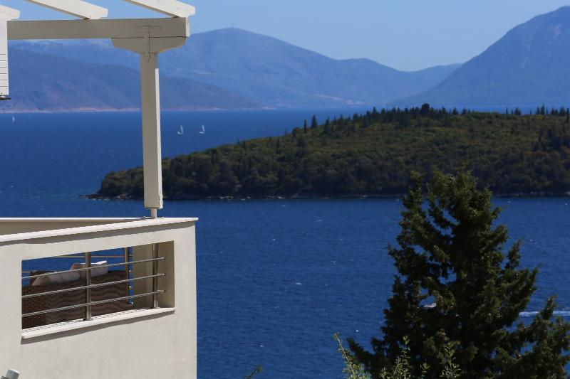 Villa Filia with great view, vacation rental in Perigiali