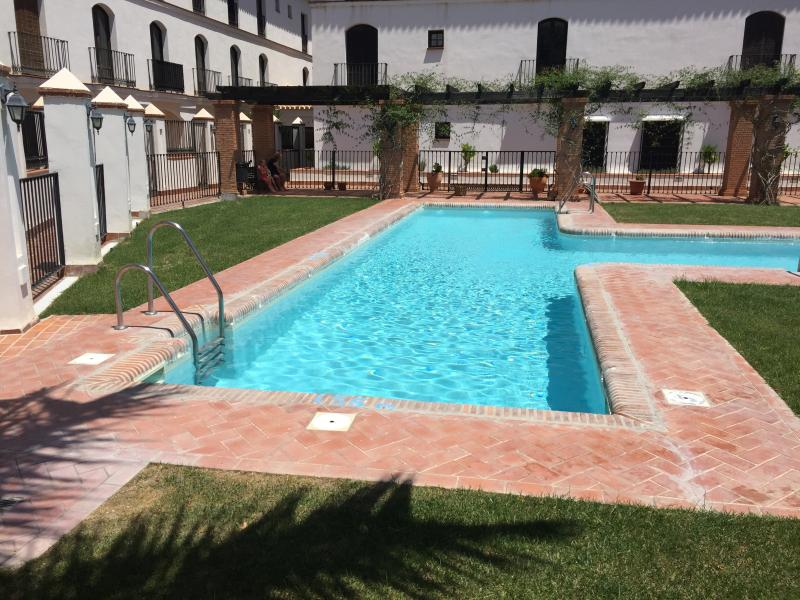 Duplex Rosa Apt With Shared Pool, holiday rental in Velez de Benaudalla