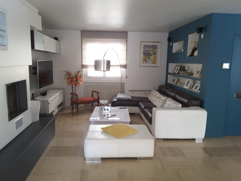 MAISON MODERNE PISCINE AUX PORTES DE LA PROVENCE, location de vacances à Gard
