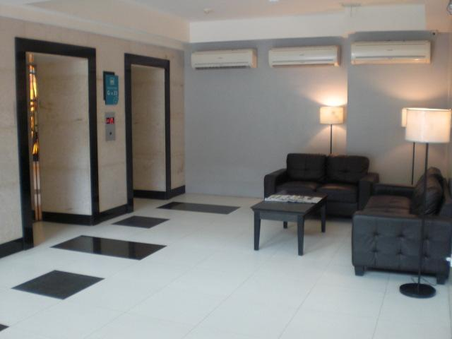 Floor 27,  Spectacular Condo, Ultra Furnished!!  Gourment Kitchen, AC All Rooms, vacation rental in Cebu City