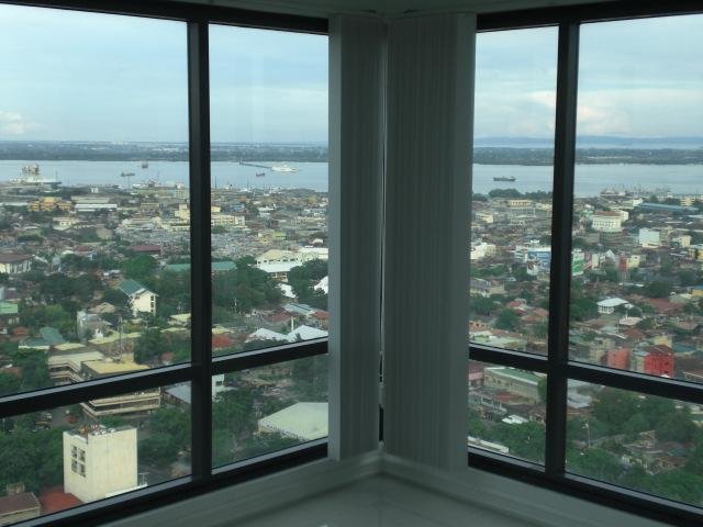 Floor 27,  Spectacular Condo, Ultra Furnished!!  Gourment Kitchen, AC All Rooms, holiday rental in Cebu Island