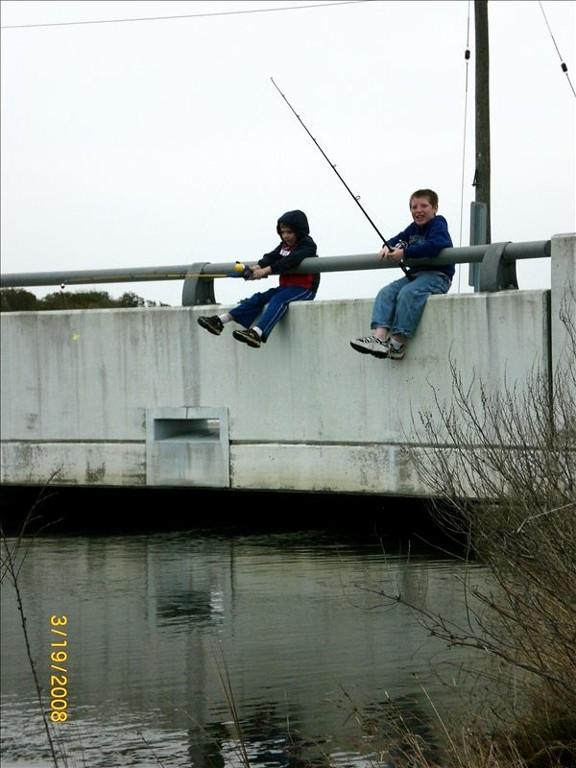 Let's go fishing at the bridge.