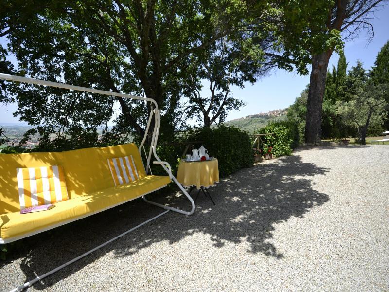 Dondolo e giardino con vista