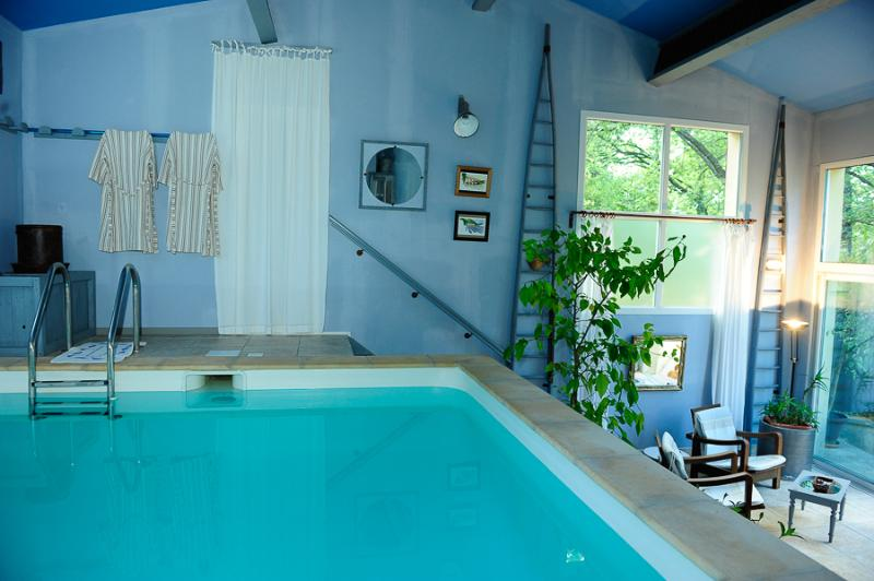Gite*** pied du Ventoux , piscine privée chauffée, holiday rental in Flassan