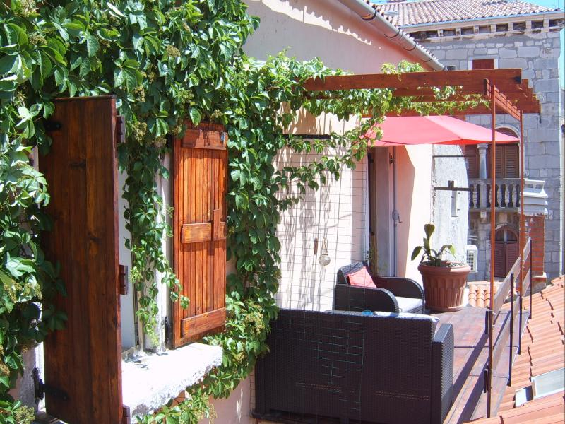 Two floor apartment in old Istrian house, holiday rental in Labin