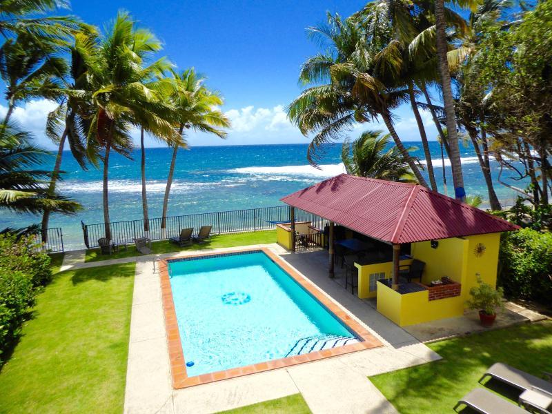 casa privada directamente en el mar del Caribe con una piscina!