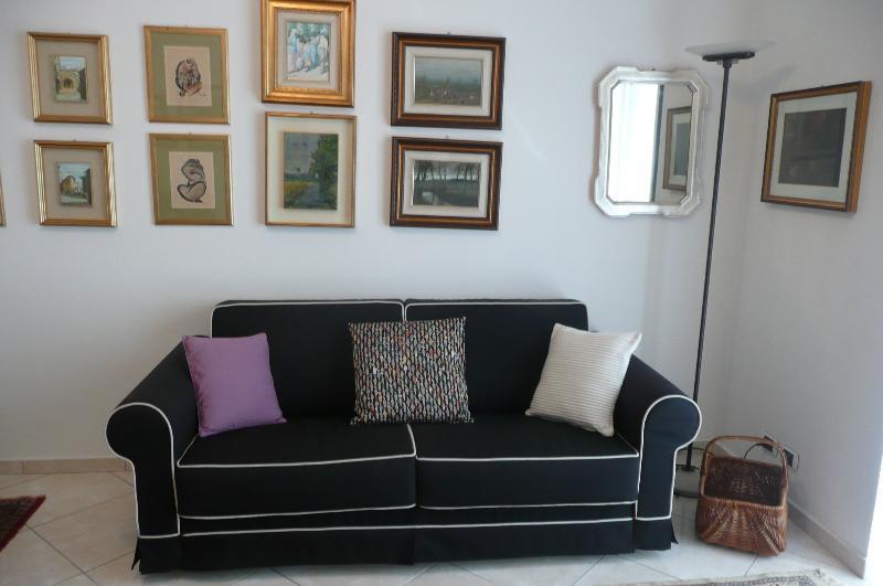 Il Cerro appartamento ampio, comodo e servitissimo, vacation rental in Province of Como