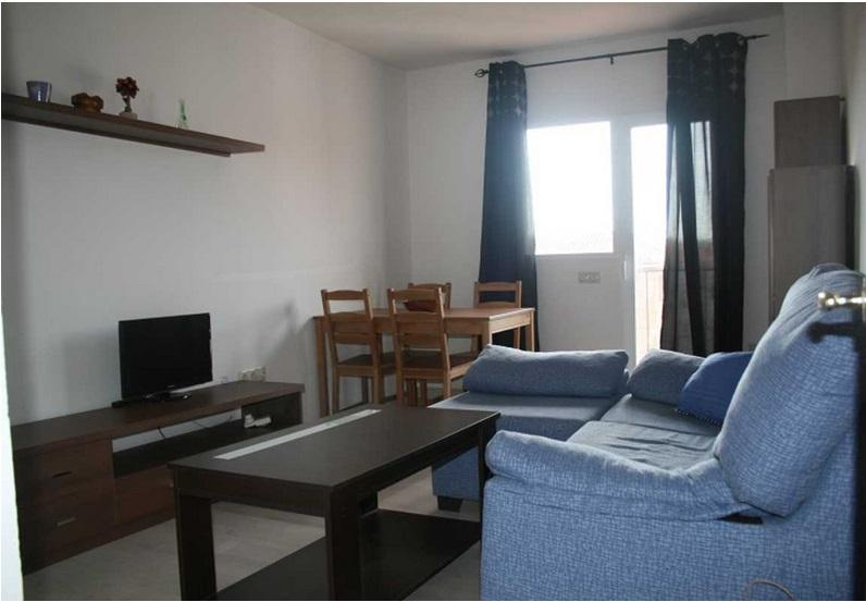 Sencillo apartamento climatizado con WIFI., holiday rental in Cobena