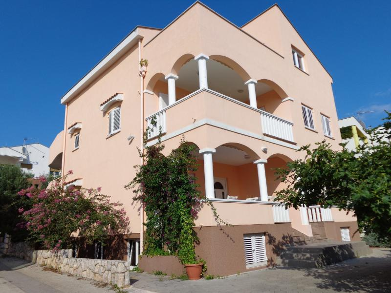 Two bedroom beach apartment, holiday rental in Petrcane