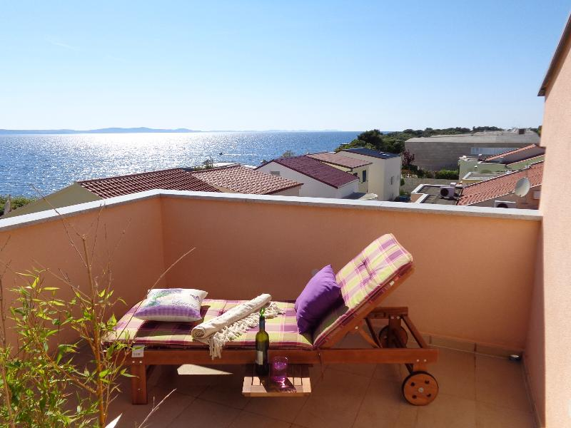 Luxury penthouse beach apartment, holiday rental in Petrcane
