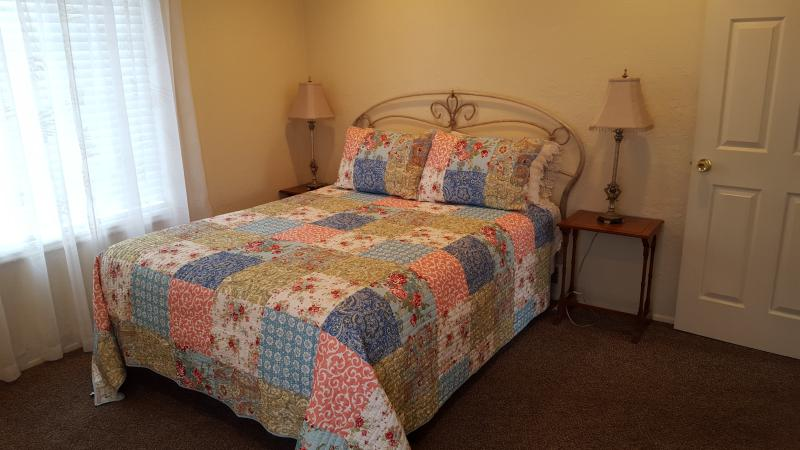 New! Cottage Next to SUU, holiday rental in Cedar City