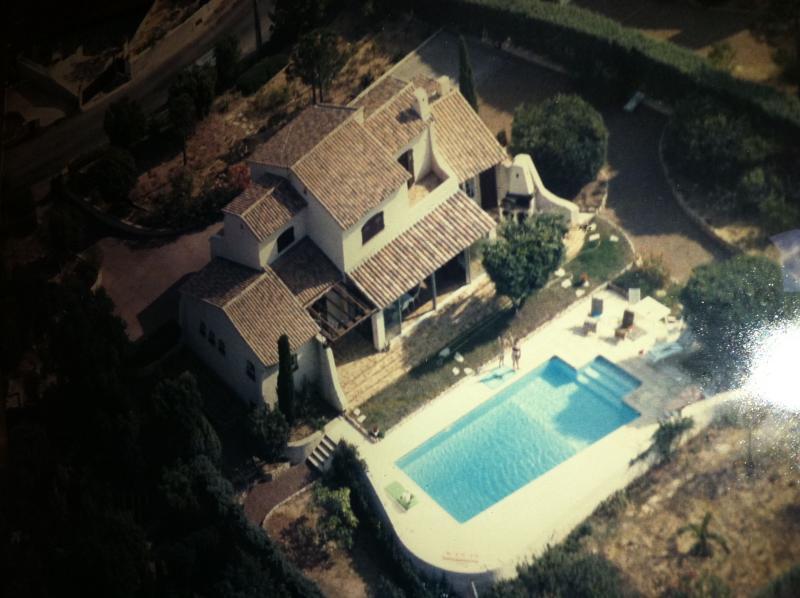 Villa idéale 2 familles, vue dégagée sur mer, holiday rental in Saint-Raphael