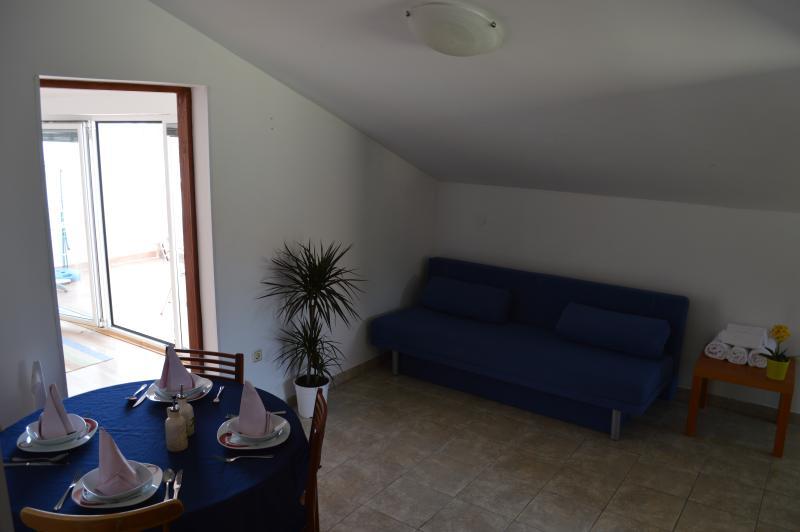 Apartment 5 Dundo Njivice Island Krk Croatia, vacation rental in Njivice