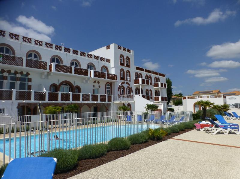 BEL APPARTEMENT 4/6  personnes VUE MER  *** 3 clés vacances, holiday rental in La Tranche sur Mer